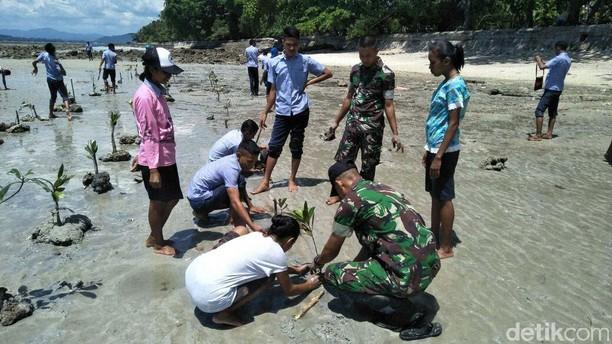 Satgas Pamrahwan Maluku Yonif Raider 515 Kostrad Hijaukan Pantai