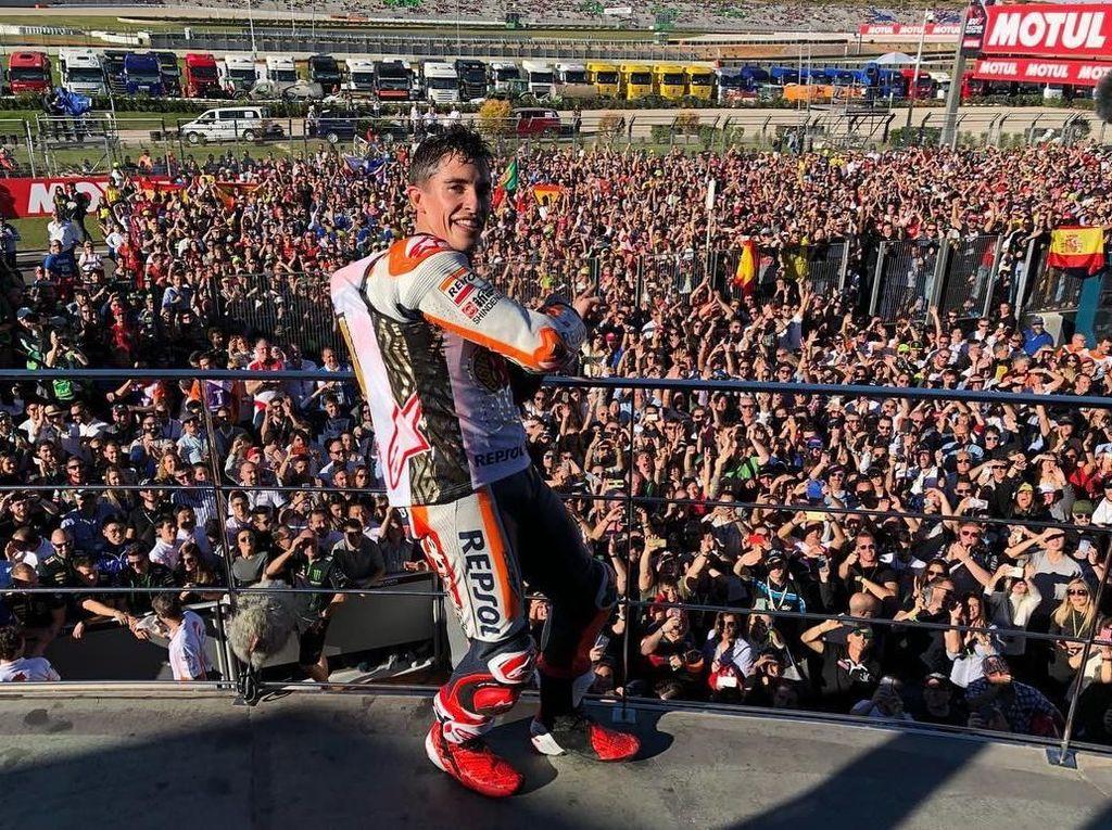 Marquez di tengah lautan merah pendukungnya di Sirkuit Ricardo Tormo. (Instagram @motogp)
