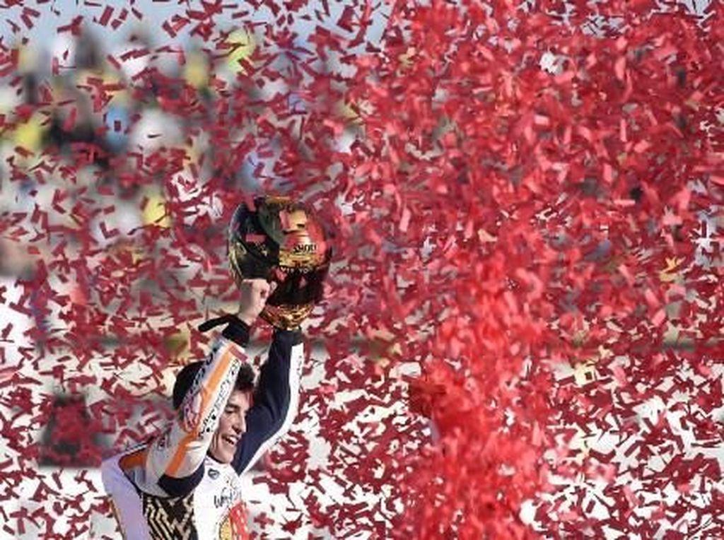 Baru 24 tahun, Marquez adalah pebalap termuda yang meraih enam titel juara dunia di semua kelas. (JOSE JORDAN / AFP)