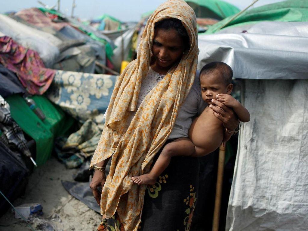 Di pengungsian mereka membesarkan anak-anak dengan serba kekurangan. Wa Lone/Reuters.