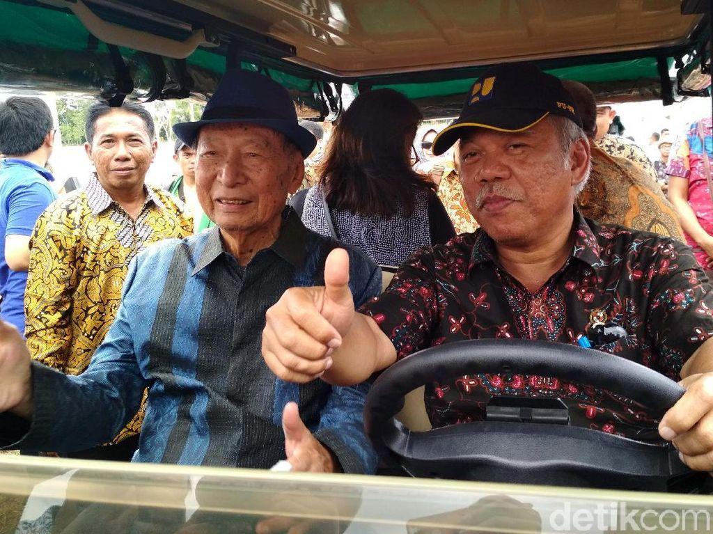 Naik Mobil Golf, Menteri Budi dan Basuki Cek Rumah Subsidi