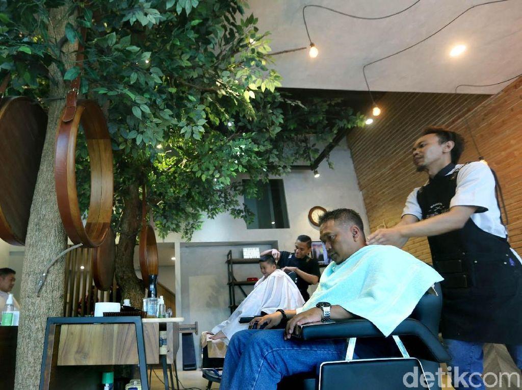 Pertumbuhan bisnis barbershop meroket seiring dengan kebutuhan penampilan yang stylish, klimis dan bergaya.