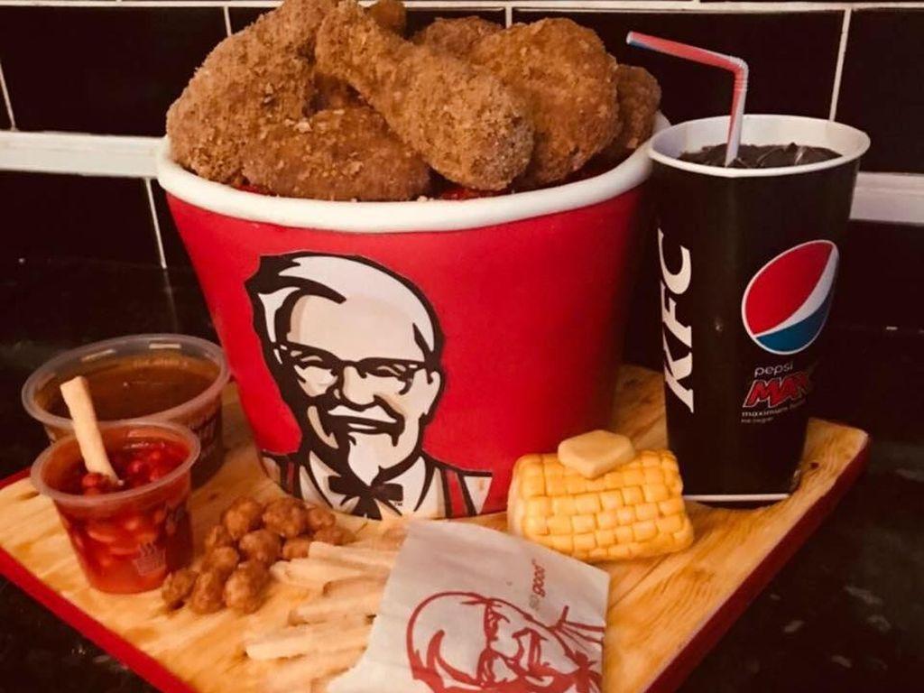 Hayo Tebak, Ini KFC Bucket dan Tas Michael Kors Sungguhan atau Bukan?